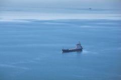 Schiff auf dem Meer Lizenzfreies Stockfoto