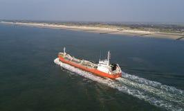 Schiff auf dem Meer aus der Luft royalty free stock photos