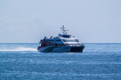 Schiff auf dem Ozean Lizenzfreie Stockfotos