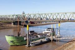 Schiff auf dem Weser-Fluss in Bremen Lizenzfreies Stockbild