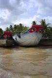 Schiff auf Fluss Stockfotos