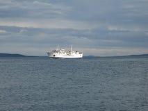 Schiff auf Meer Stockfoto