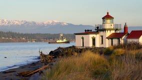 Schiff, das West Point-Leuchtturm Puget Sound Seattle Washington f?hrt stock video footage