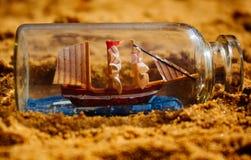 Schiff in der Flasche Stockbilder