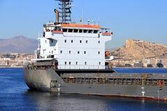 Schiff der gemischten Ladung Cremona verankert in Alicante-Bucht lizenzfreie stockfotos