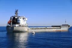 Schiff der gemischten Ladung Cremona verankert in Alicante-Bucht lizenzfreies stockbild