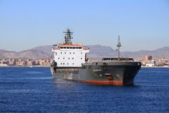 Schiff der gemischten Ladung Cremona verankert in Alicante-Bucht lizenzfreie stockfotografie
