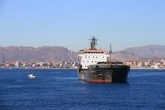 Schiff der gemischten Ladung Cremona verankert in Alicante-Bucht stockfoto