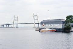 Schiff des Ministeriums der Notsituationen auf dem Hintergrund O Lizenzfreies Stockbild
