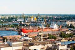 Schiff am Dock Stockbilder