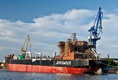 Schiff in einer Werft Stockfoto