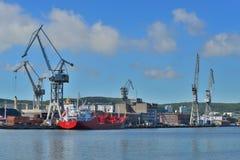 Schiff in einer Werft Stockbilder