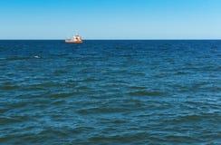 Schiff, Fischen, Meer, Wellen, Fischen, Fisch, Bergbau, schleppend, Kreuzer Lizenzfreie Stockbilder