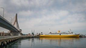 Schiff am Hafen in Japan Stockbild