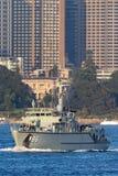 Schiff HMAS Diamantina M 86 Huon Class Minehunter Coastal der k?niglichen australischen Marine in Sydney Harbor lizenzfreie stockfotografie