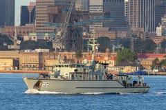 Schiff HMAS Diamantina M 86 Huon Class Minehunter Coastal der k?niglichen australischen Marine in Sydney Harbor lizenzfreie stockfotos