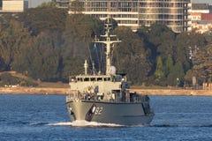 Schiff HMAS Huon M 82 Huon Class Minehunter Coastal der k?niglichen australischen Marine in Sydney Harbor lizenzfreie stockbilder