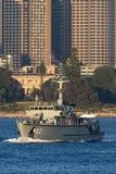 Schiff HMAS Huon M 82 Huon Class Minehunter Coastal der k?niglichen australischen Marine in Sydney Harbor lizenzfreie stockfotografie