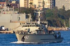 Schiff HMAS Huon M 82 Huon Class Minehunter Coastal der k?niglichen australischen Marine in Sydney Harbor stockfotografie