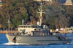 Schiff HMAS Huon M 82 Huon Class Minehunter Coastal der k?niglichen australischen Marine in Sydney Harbor stockfotos