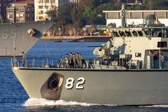 Schiff HMAS Huon M 82 Huon Class Minehunter Coastal der k?niglichen australischen Marine in Sydney Harbor stockbilder