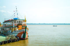Schiff im Amazonas Lizenzfreie Stockfotos