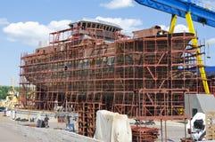Schiff im Bau auf den Aktien Stockfoto