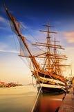Schiff im Hafen stockfotografie