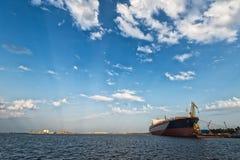 Schiff im Hafen lizenzfreie stockfotos