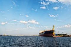 Schiff im Hafen stockfotos