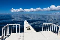 Schiff in Meer lizenzfreie stockfotos