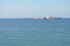 Schiff in Meer in Zypern Stockbilder