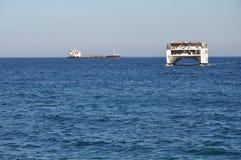 Schiff in Meer in Zypern Stockbild