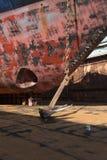 Schiff mit einer Kette und ein Anker in der Reparatur koppeln an Stockfotos