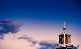 Schiff nannte Uragan auf Molo Longo Stockbild