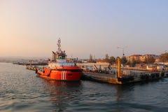 Schiff am Pier Lizenzfreies Stockfoto