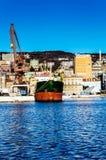 Schiff und Kräne in Rijeka Stockfotos