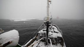 Schiff und Schnee stock footage