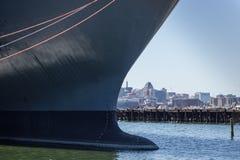 Schiff und Skyline im Stadtzentrum gelegenes Baltimore, Maryland stockfoto