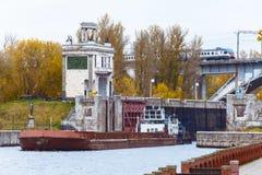 Schiff und Zug Lizenzfreies Stockfoto