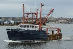 Schiff Weatherly der kommerziellen Fischerei auf Acushnet-Fluss Stockbild