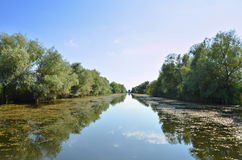 Schiffbarer Kanal im Donau-De Stockfotos