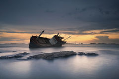 Schiffbruch in Angsila Chonburi mit Sonnenuntergang Lizenzfreie Stockbilder