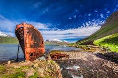 Schiffbruch auf dem arktischen Meer, Island Stockbild