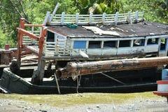 Schiffbruch auf Ufer lizenzfreies stockbild