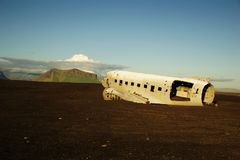 Schiffbruch des zerschmetterten Flugzeuges im Jahre 1973 Douglas R4D Dakota DC-3 C 117 US Navys in Island an Solheimasandur-Stran lizenzfreie stockfotografie