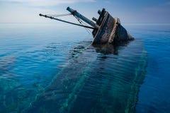 Schiffbruch nahe V Felidhoo, Malediven lizenzfreie stockbilder