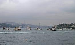 Schiffchen in der goldenen Hornbucht, Istanbul Lizenzfreie Stockfotos