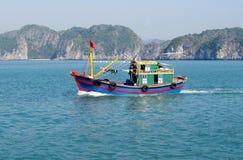Schiffchen im Wasser Lizenzfreie Stockfotos