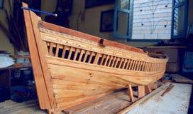 Schiffchenmodell an der Werkstatt stockbilder